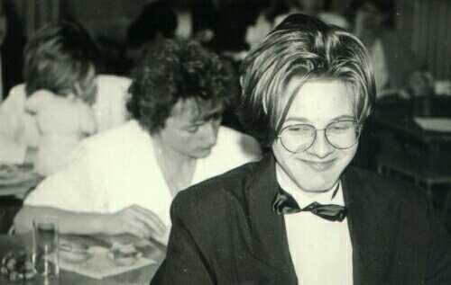 Pamiętajcie przyszli maturzyści. Najważniejsza jest wystrzałowa fryzura i dobry humor. Matura 1992 - Piotrek Skonieczny